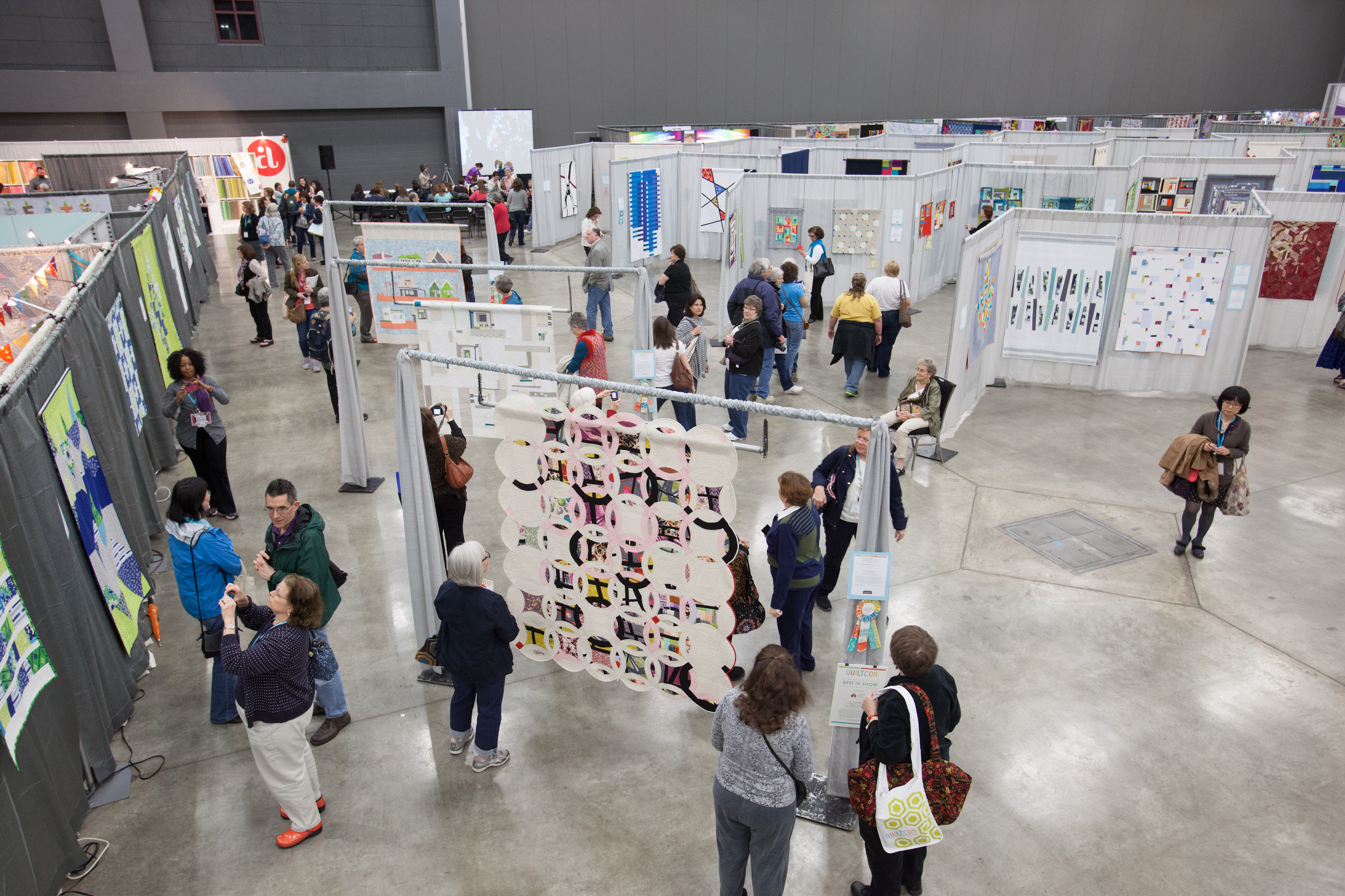 Modern Quilt show (The MQG) posted pictures from the Quiltcon west ... : quilt con - Adamdwight.com